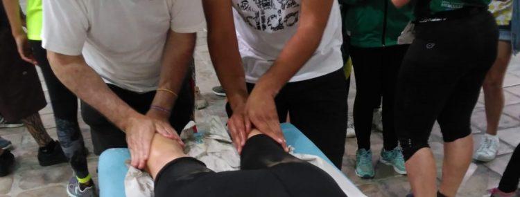 curso masaje chiclanda dando masaje en el trail